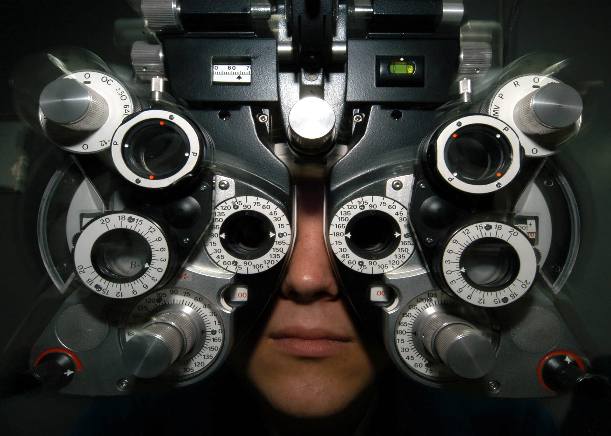 phoropter eye exam